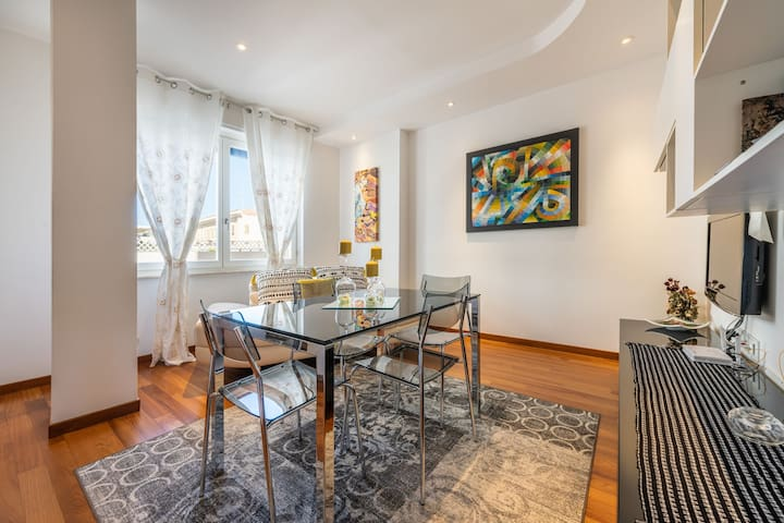 """Luxurious Apartment """"Suite Caprera 23"""" in the City Centre, with Balcony & Wi-Fi"""