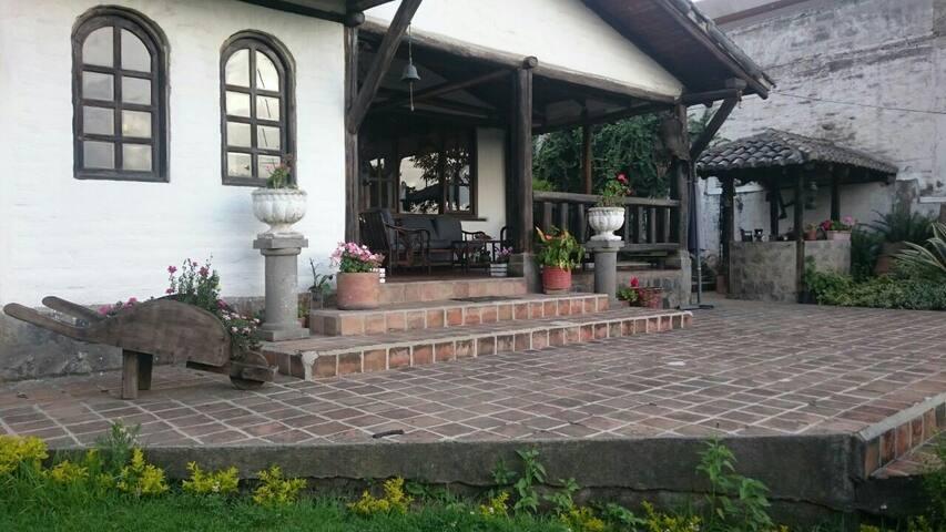 1 Habitación matrimonial y 1 de 2 camas - Quito