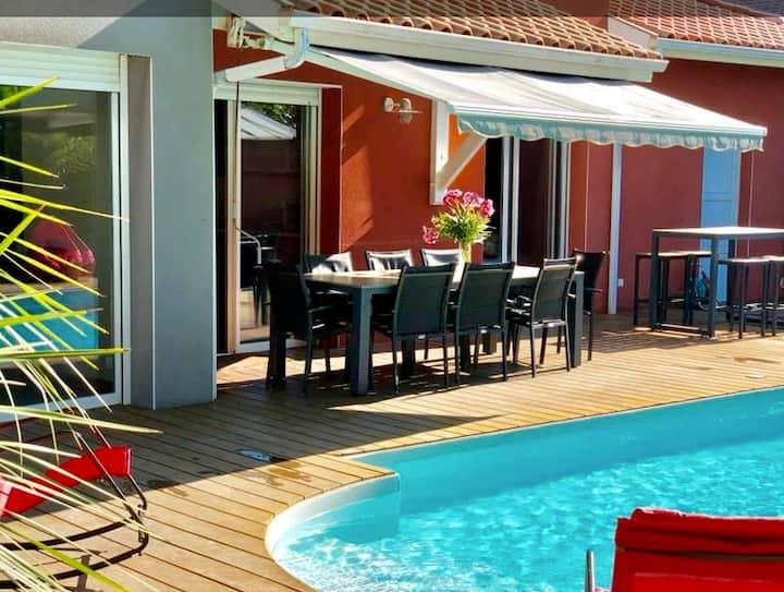 Belle villa avec piscine dans le triangle d'or