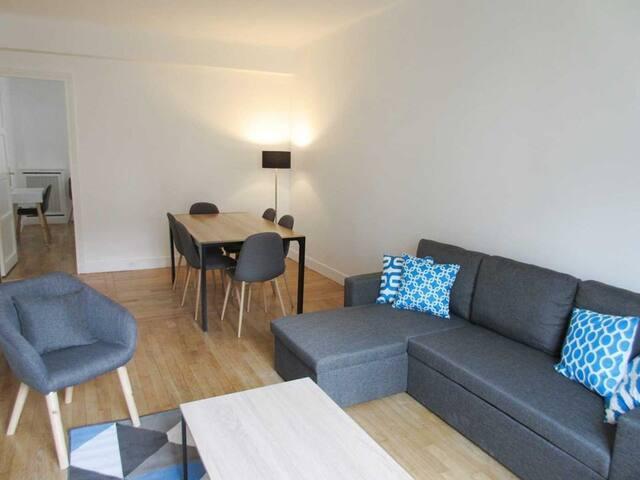 Appartement Rue de berri 4P (champs Elysées)
