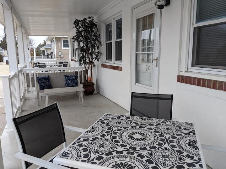 Comfy Condo close to Beach & Bay-1E