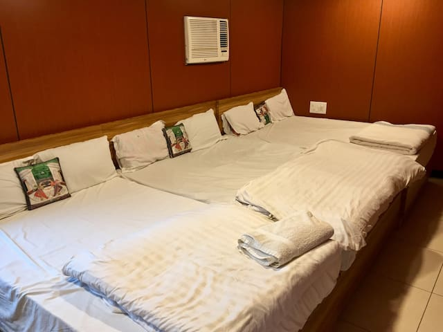 Deluxe Family 6 Bed Ac room