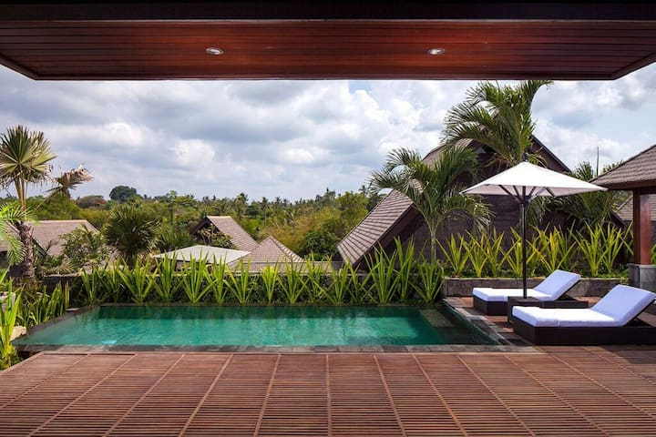 Sanctuary Villa with Zoo Package - Sukawati