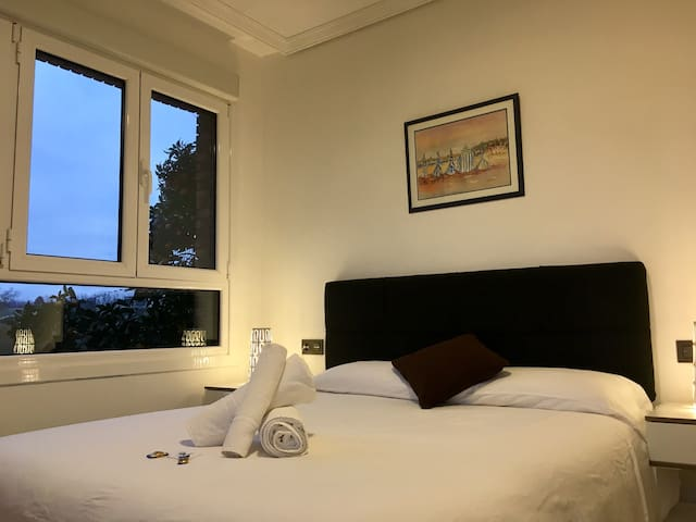 ¡Double bed room free wifi +parking! Nº2