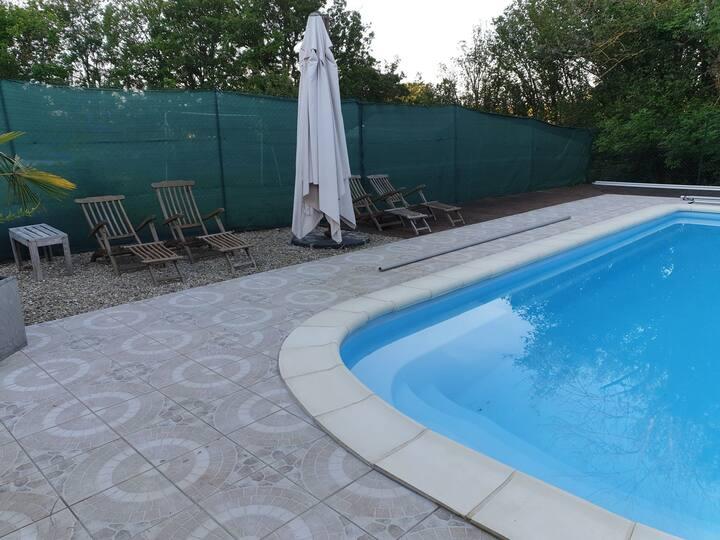 2 chambres tout confort avec piscine près Auxerre
