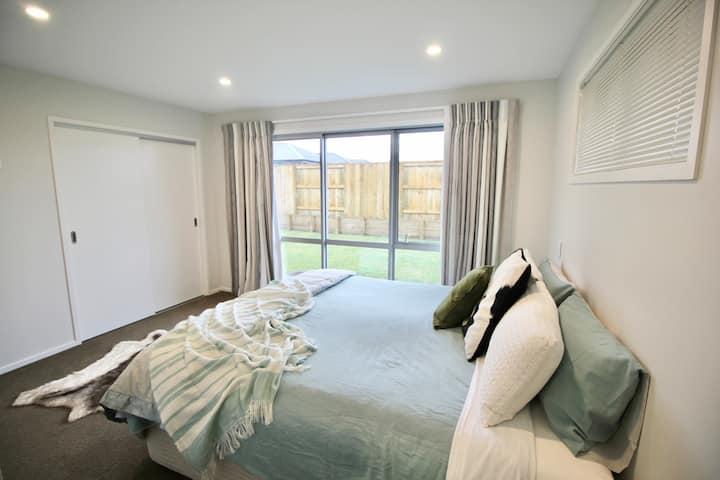 Brand new spacious room + private en-suite ☆