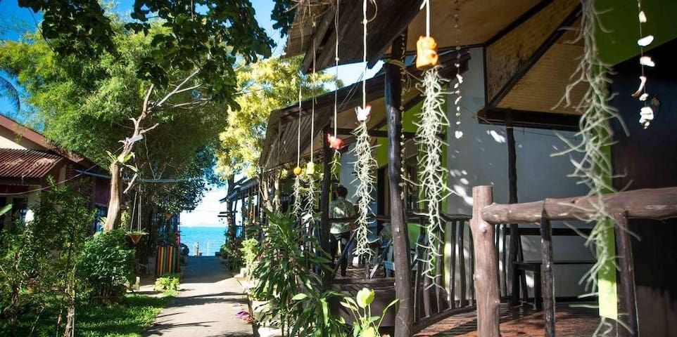 Quaint Bungalow on Samui Island (Fan Only)