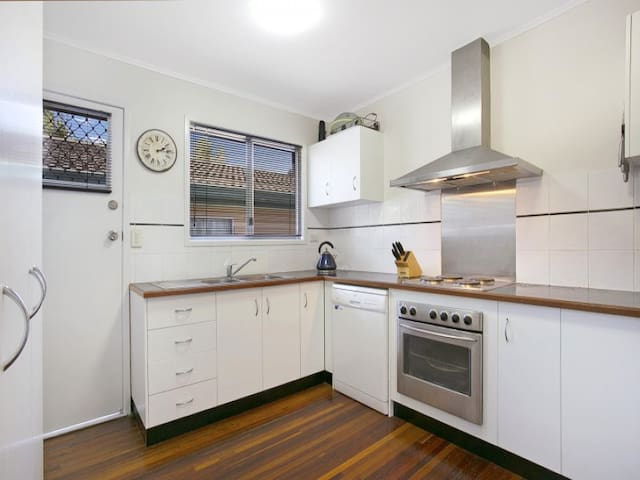 Private Room Inner Brisbane Close to Train Station - Corinda - House