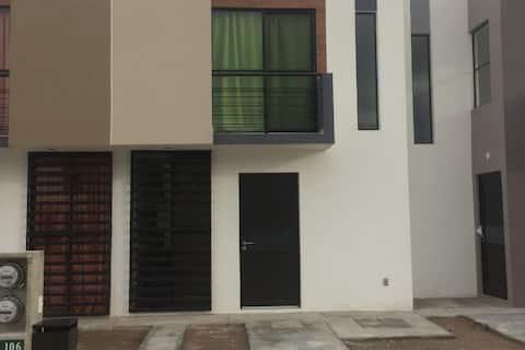 Casa en privada - Los Lagos, Zona Industrial