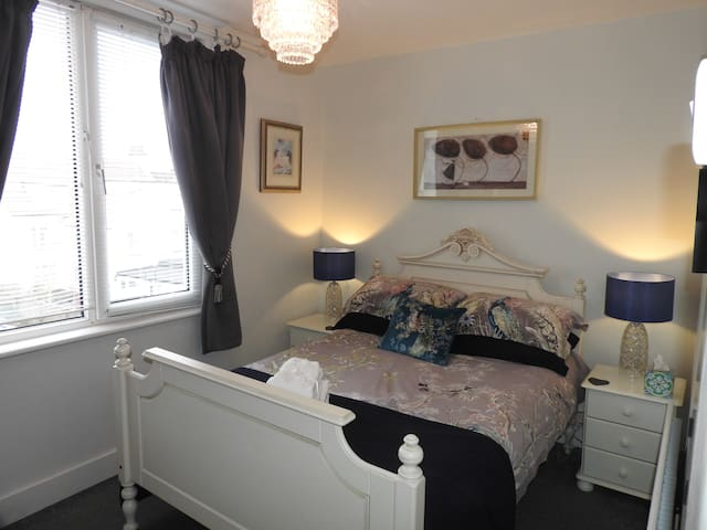 Deluxe double room with large ensuite