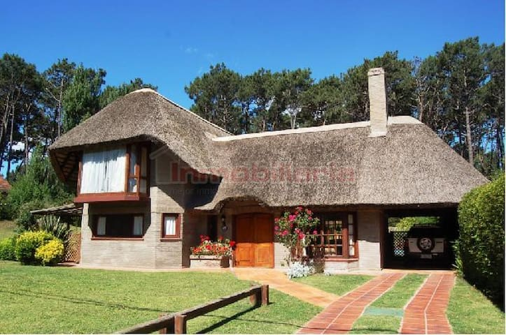 Big gorgeous house - 5BR (9 guests) - PdE, Uruguay