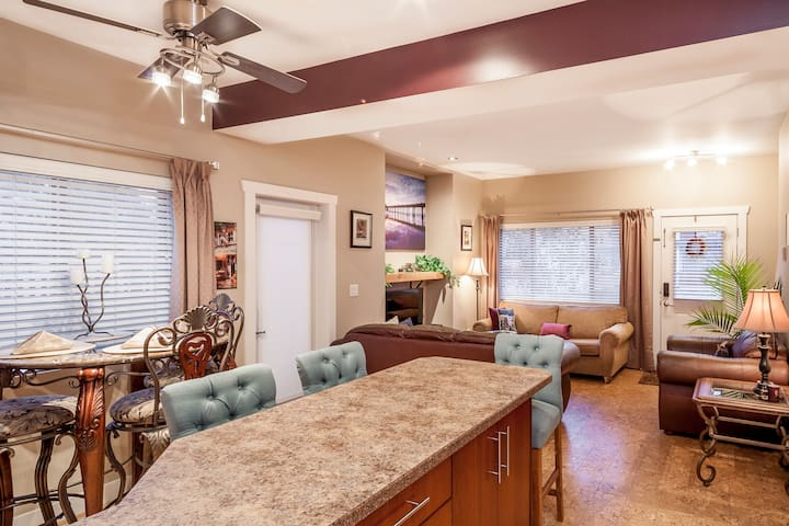 Peaches & Wine Villa - Designer Duplex Penticton
