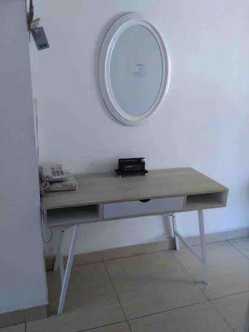Work desk & Mirror 1