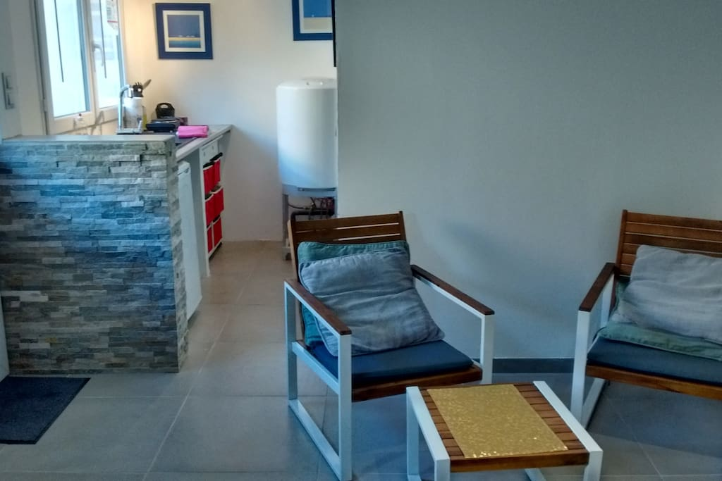 studio dans jardin avec terrasse pkg calme appartements louer n mes occitanie france. Black Bedroom Furniture Sets. Home Design Ideas