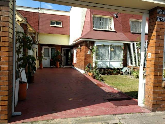 Private Room. Bogota Near Airport Cerca Aeropuerto