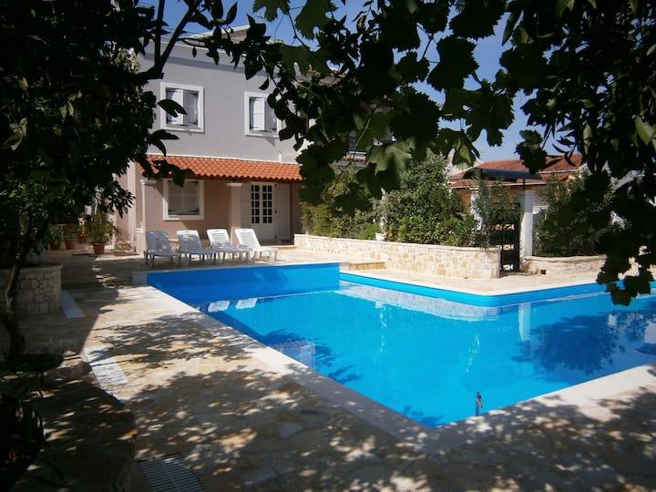 """villa  feng shui  """"cosmochoros""""  in the Corfu"""