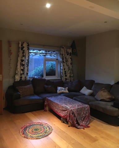 Private double bedroom in house off Merrion square