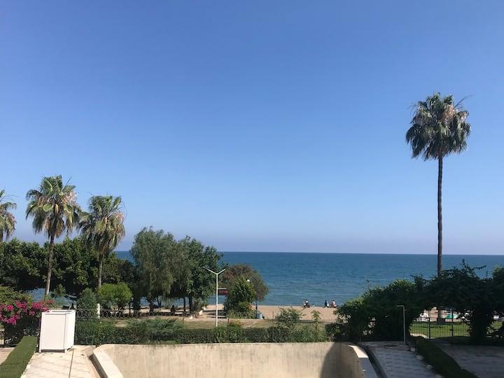 Mezitli Üçtaş Sahil Sitesi'nde deniz manzaralı 1+1