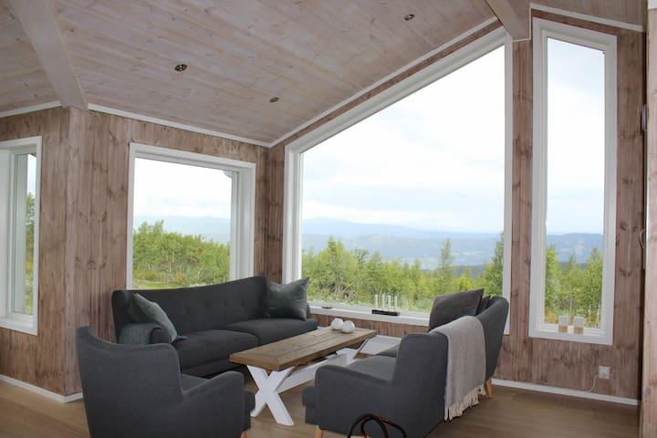 Ny hytte med panoramautsikt