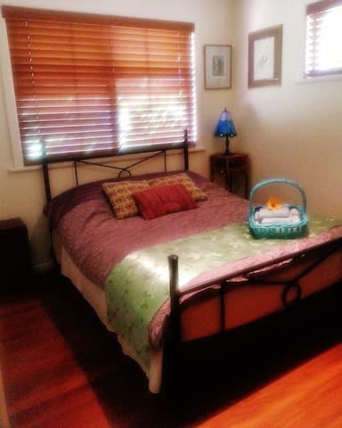 Coffs Harbour comfortable  ambient home :)