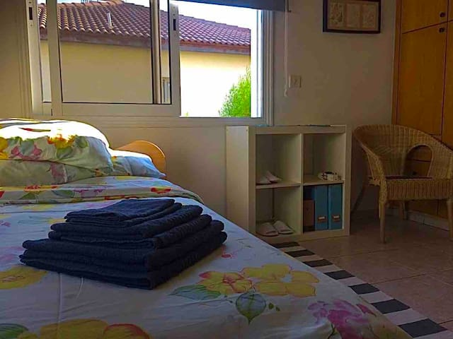 Charming Limassol Private Bed In Family Home
