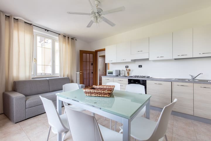 Sole 2 - Lovely flat CLOSE to the LAKE - garden - Padenghe Sul Garda - Flat