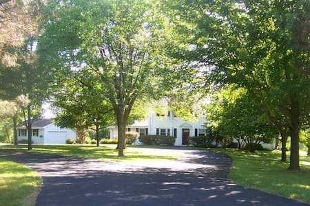 Private-6 acres-1.6 mi to US Open! w/shuttle inc! - Hartford - Huis