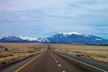 View of the San Francisco Peaks approaching Flagstaff on I-40 East (Photo: Zzyzx)