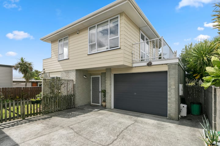 Beach front house. Close to Petone Jackson Street