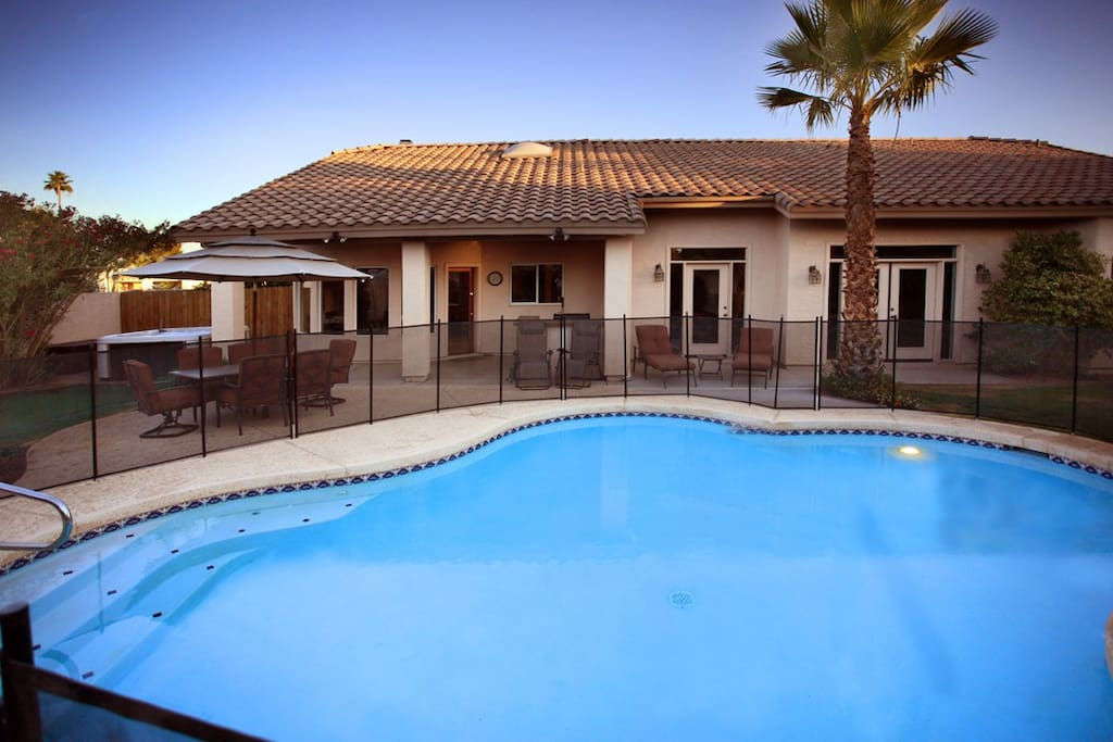 Large pool with optional pool fence for young families - please ask us if you'd like this setup for you!