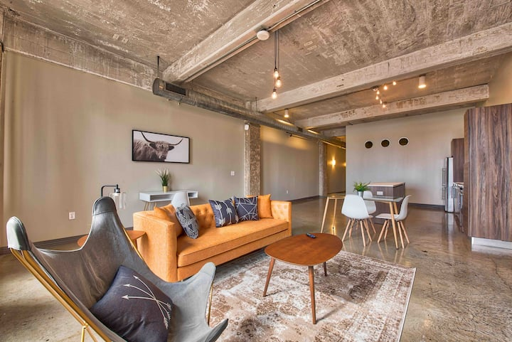 Exquisite Downtown Loft With complimentary valet