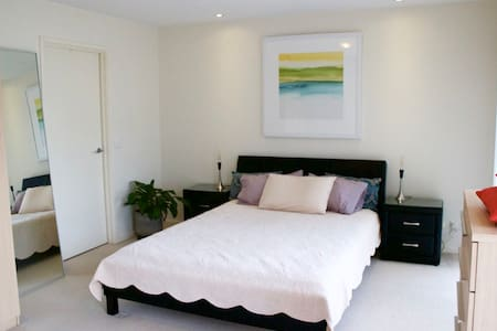 Sunny Canberra apartment with everything you need - Narrabundah