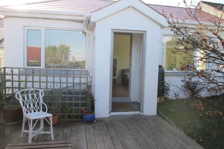 Charming private seaside chalet - Tramore - Apartmen