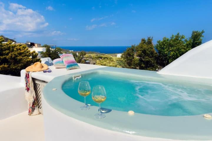Aelia Private Cave Villa with Jacuzzi and Sea view
