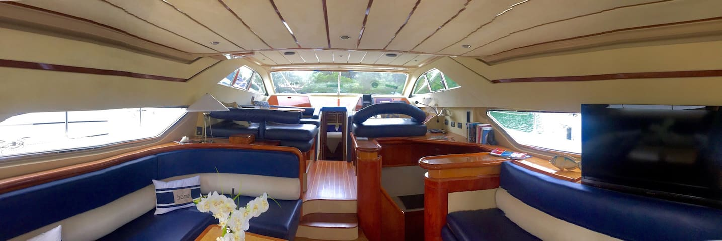 Luxury Yacht for Stay or Charter - Miami Beach - Barco