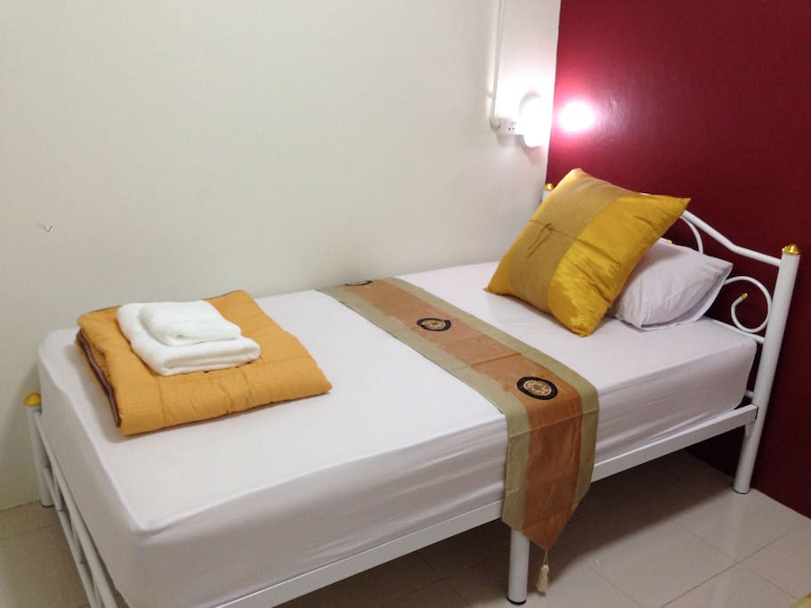2 Single beds in Private room