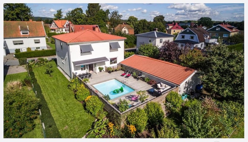 Spectacular house centrally located with pool