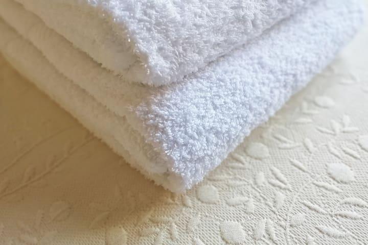 Set asciugamano, telo e ospite