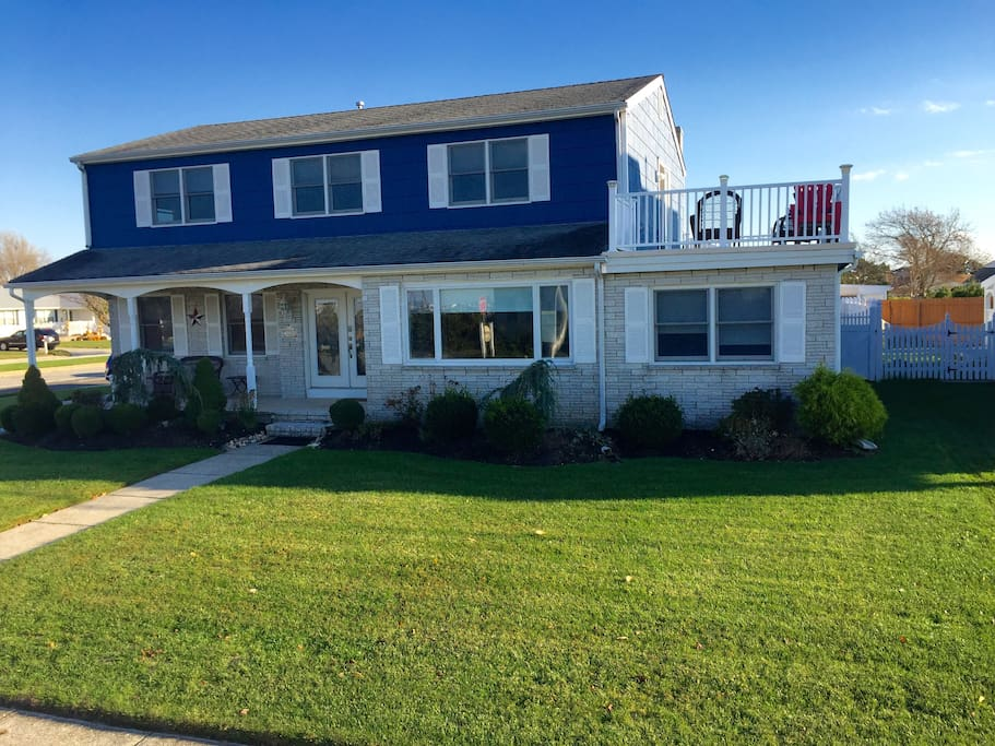 Spacious 4 bedroom home with large deck, patio and yard and close to beaches and Atlantic City
