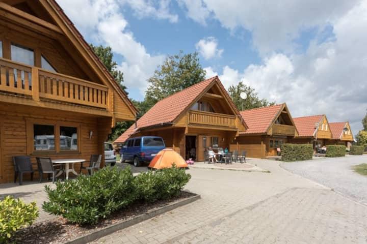 Skandinavisches Blockhaus am See (3)