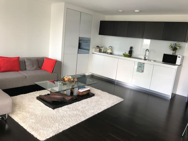 Double bedroom with ensuite bathroom in Chiswick