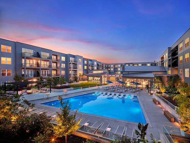Unparalleled Amenities | Steps to KOP Town Center!