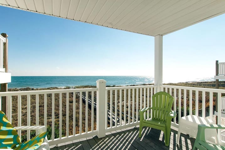 Janssen-Charming oceanfront condo with beach access close to the boardwalk