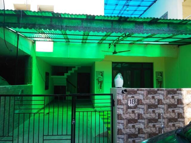 Prakash Villa, Dayal Bagh, Agra