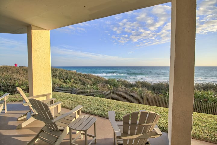 Conveniently-located condo on the gulf w/ spacious layout & shared pool access!