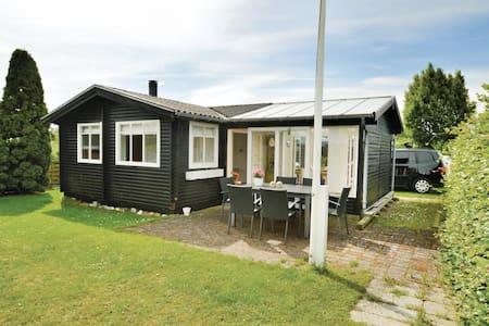 Holiday cottage with 2 bedrooms on 54m² in Karrebæksminde