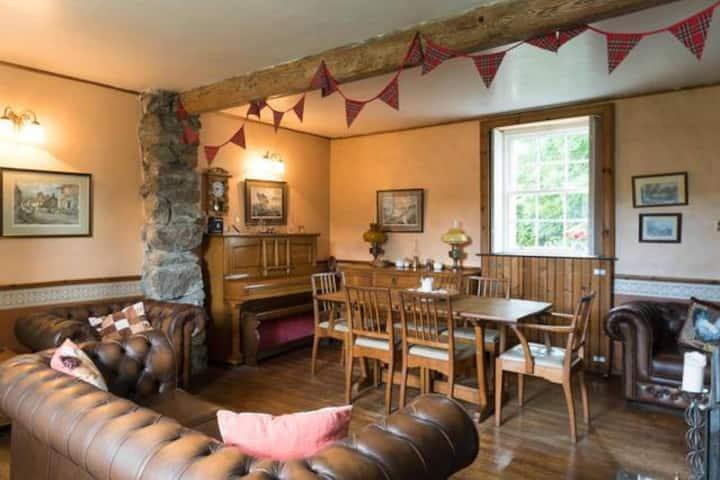 Claonairigh house, Inveraray, 4 poster room