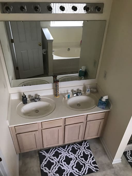 Dual sinks in master bathroom
