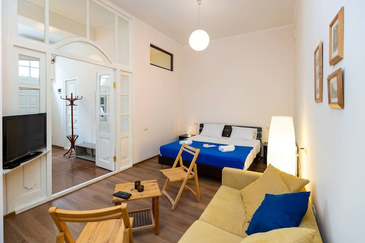 ❁2 Bedroom apt in the ♥ colorful old Tbilisi ❁
