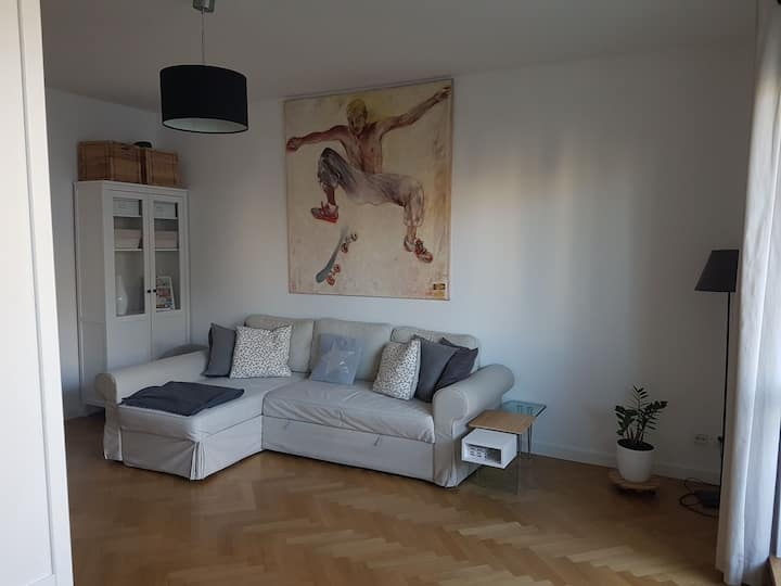 Private room in quiet flat, 3min to metro